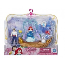 Ariel Pseo nocturno en barca con su principe Hasbro