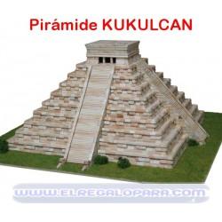 Maqueta Templo de Kukulcán pirámide Chichen Itzá - México